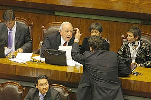 Diputado Arenas increpa al Ministro Pérez-Yoma